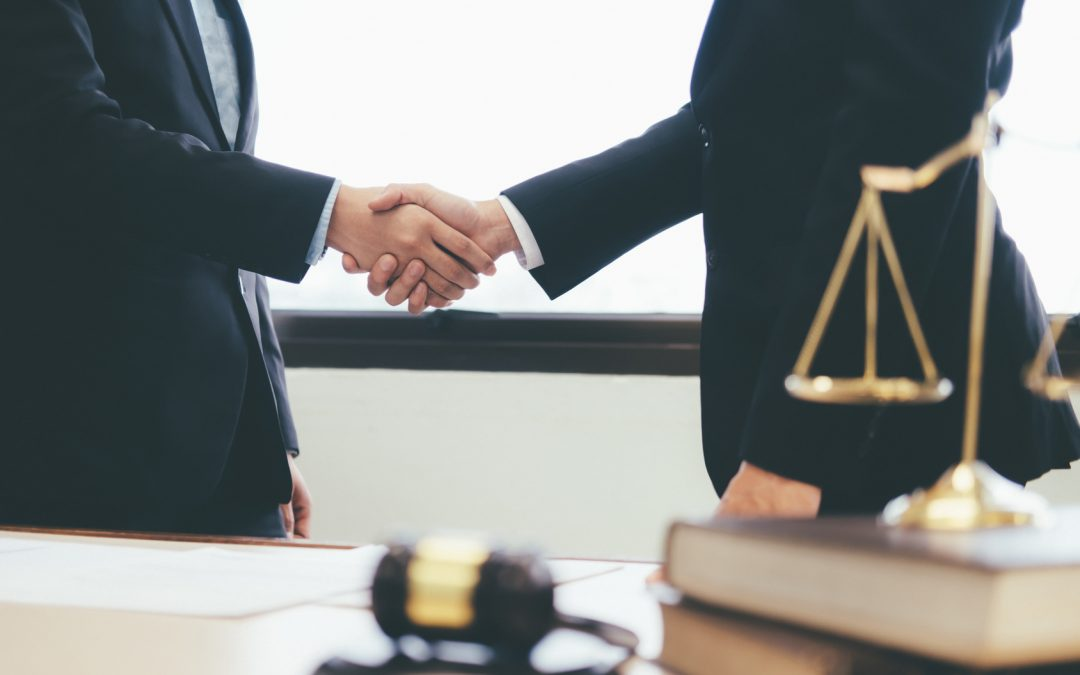 ¿Cómo regula la ley la invalidez de los contratos en el Sector Público?