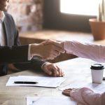 Las empresas frenan la creación de empleo en una cuarta parte
