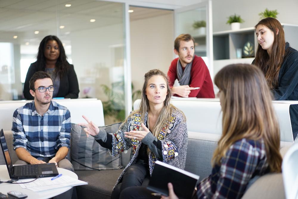 Qué es el coworking y qué beneficios ofrece en la empresa